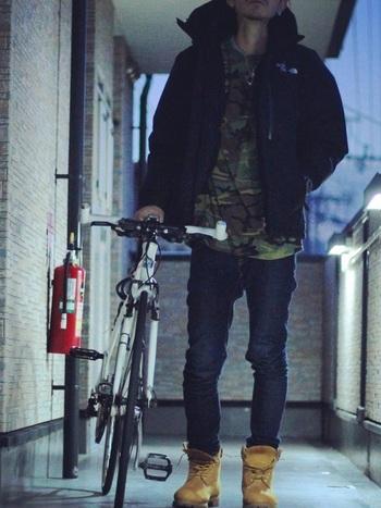 ダウンコートにティンバーランドのブーツで、冬の代表的なメンズカジュアルスタイルの出来上がり!男性からも圧倒的な支持のあるブランドです。