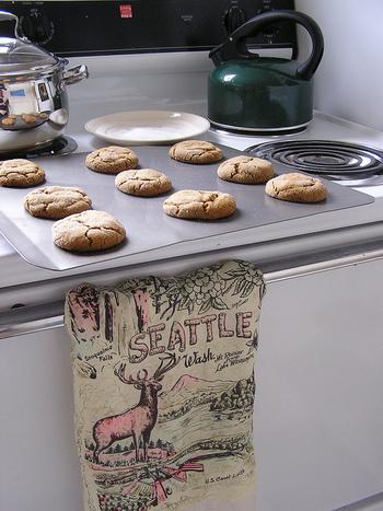 ジンジャークッキーはその名の通り、生姜入りのスパイスクッキーです。古い伝統を持つジンジャークッキーの歴史は中世にまでさかのぼり、多くの文化と深く関ってきました。
