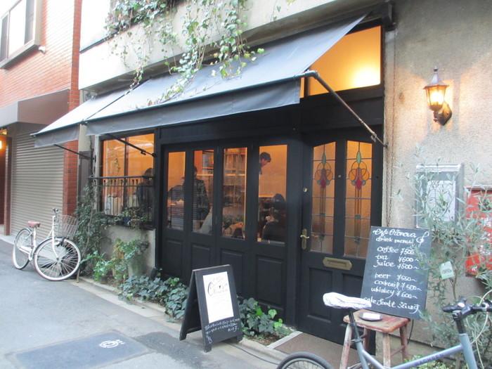 つくばエクスプレスの「浅草駅」から300メートルほど。下町の古民家を改造して作られた「カフェ オトノヴァ(CafeOtonova)」は、まるでフランスのいなか町に遊びにきたかのような気分にさせてくれる素敵なカフェ。