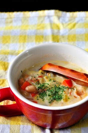 色々な具だくさんスープやシチューのレシピを紹介しました。  具だくさんのスープやシチューは保温調理鍋や圧力鍋を使えば、驚くほど簡単に作ることができます。 簡単で美味しくて、そして一皿でお腹いっぱいになれちゃう具だくさんスープ。 皆さんも、ぜひ作ってみてくださいね。