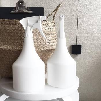真っ白なボトルにお風呂用洗剤を詰めかえています。中身が透けないので、しっかりと統一されている雰囲気が出せますね。シリーズで集めたくなってしまう美しさです。