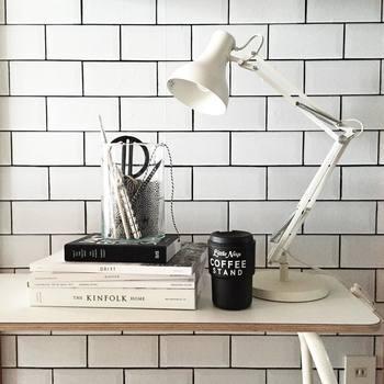 こちらの壁に貼られているのは、ハッテミーという貼ってはがせる壁紙です。賃貸にお住まいのChiguさんですが、壁紙もコントロールしているなんてすごいですよね!