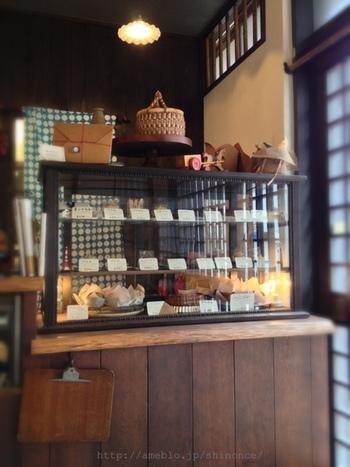 つくばエクスプレスの浅草駅から徒歩10分。東麻布で人気の「菓子工房ルスルス」の2号店です。