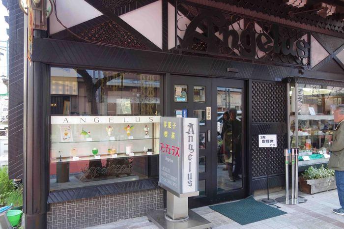 昭和21年創業のまさに昭和レトロそのものの純喫茶「アンヂェラス」。ヨーロッパ風の山小屋をイメージしたという外観が目印です。各線浅草駅から徒歩3分~6分と好立地。