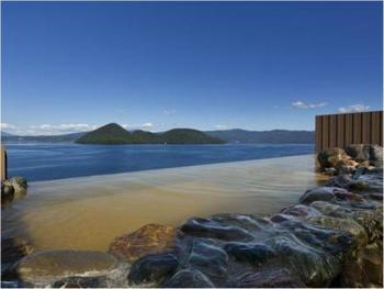 洞爺湖と一体になっているかのような天空露天風呂。朝風呂も最高に気持ちよさそうです!