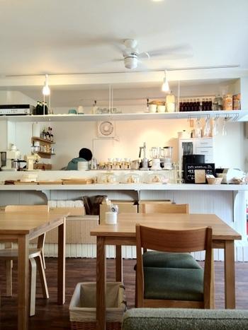 こだわりが感じられる店内のアイテム。キッチンコーディネートの参考にしたくなるほど素敵な雰囲気です♪