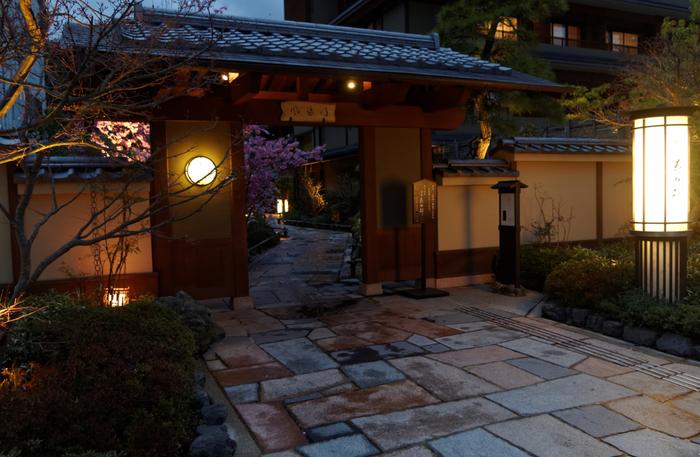 今回は、そのような京都旅行にぴったり。京都ならではの魅力を感じ取れる、素敵な宿をセレクトしました。ぜひお気に入りの宿を見つけて、京都へ旅行する際に利用してみてくださいね。
