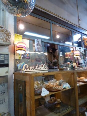 その名は、PARADISE ALLEY BREAD & CO.(パラダイス アレイ ブレッドカンパニー)。とっても魅惑的なお店です。