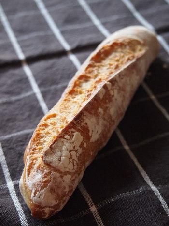 KAISOこだわりの噛むほどに味わい深いフランスパン。リピーターが多いのにも納得です。