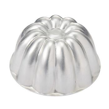 製菓用品店などに行くと「ババロア型」というものも市販されています(通販でも購入可)。もちろん、型を使わず、ガラスの器などに流し入れて固め、そのままテーブルに出すのもOK。