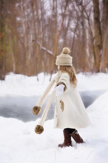 温活では、3つの首「手首」「足首」「首元」温めることが重要と言われています。マフラーを巻いて手袋をはめブーツを履く…という冬のコーディネイトは、体を温める理にかなったスタイルだったんですね。