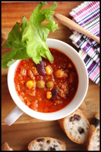 身体があったまるチリコンカンスープもこれからの季節におすすめのレシピ。寒い日に良いですね。栄養たっぷりで、朝食のお供にも。朝からパワーもらえそう。