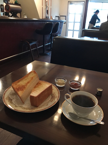 【ジャムバタートースト(いちご・洋梨)と珈琲】