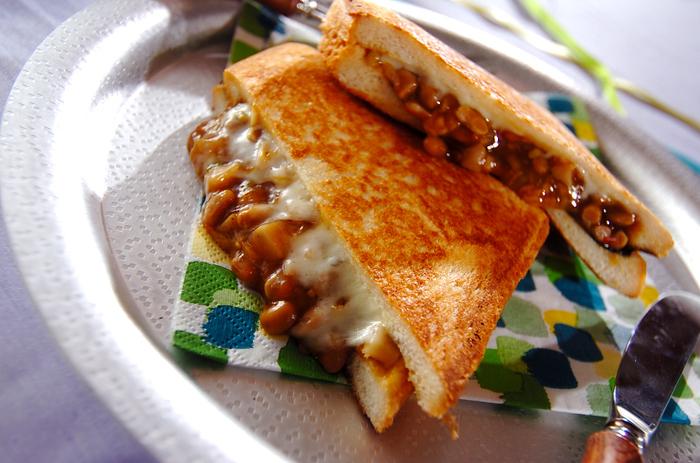 納豆の他にショウガやにんにくを使って思い切り中華の味に。納豆×チーズ×焼き海苔のトリオがなんとも素敵にマッチしています。この味、ぜひ試してみて♪