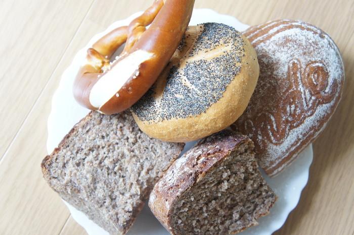 食パン以外にも、プレッツェルやブローティヘン、ブロートなど、伝統的なドイツパンはそれぞれの形がユニークで、どれから食べようか迷ってしまいますね。