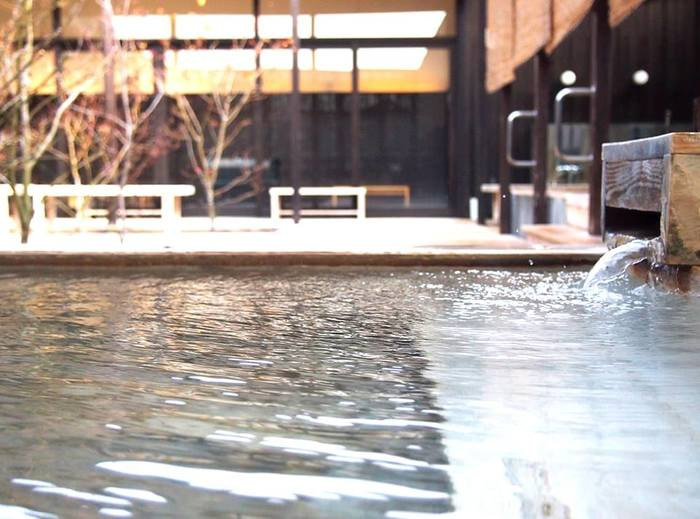 星空を眺めながら入れる温泉なんて素敵ですね。時を忘れてしまいそう…気になる泉質は、ナトリウム炭酸水素塩・塩化物泉(療養泉)旧温泉名での泉質は美人の湯といわれている重曹泉となっています。つるつるとした感触を思う存分楽しむ事ができ、肌荒れなどにも良く効くそうですよ。