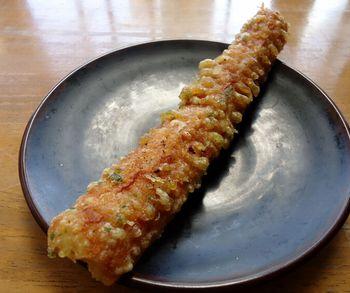 こちらも人気の、ちくわの天ぷら。ボリュームも満点です。うどんと合わせていかがでしょうか?