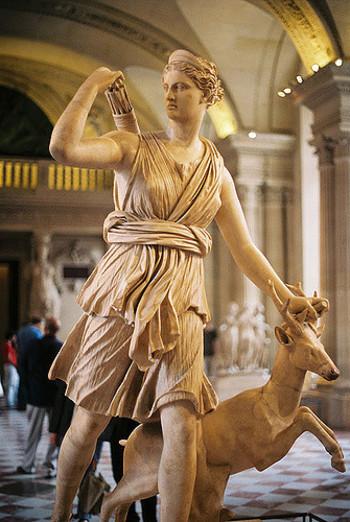 写真はルーヴル美術館のアルテミス像