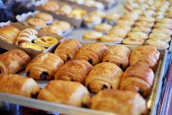 おいしいパン屋さんがたくさんある街として、パン好きの間では有名な西荻窪。たくさんありすぎてどこから食べたらいいのか悩んでしまう…そんな時は、食べたい気分に合わせてパン屋さんを選んでみてはいかが? 惣菜系パン・ベーグル専門店・お菓子系パンのおすすめのパン屋さんをご紹介します。