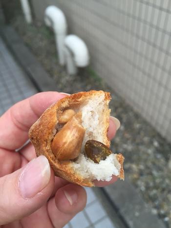 5種類のナッツが入った「サンクナッツ」の中は、ナッツがごろごろ。ナッツ好きにはたまりません。