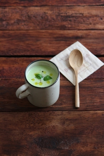 夏の枝豆の風味豊かな一杯。冷房などで冷えた身体にも、ホッとする味で心まで温かくなります。スープをそそぐ器も、ほっこりする物を選びたくなりますね♪
