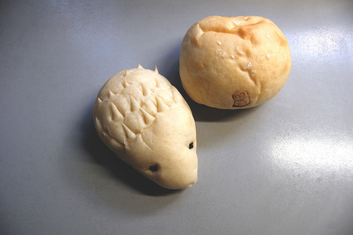中にチョコチップの入ったハリネズミのパン「西荻ハリーくん」が大人気!パンのネーミングがキュートで、子どもから大人まで親しめそう!