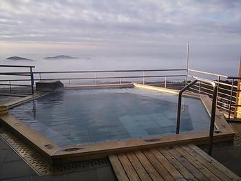 筑波山の自然を堪能した後は、温泉で一汗流しましょう。筑波山中腹で温泉が楽しめます。立ち寄り湯も幾つかあり、こちらの「青木屋」さんは、12時~15時まで入浴可能。素敵な眺望を眺めながらのんびりと疲れを癒せそうですね。