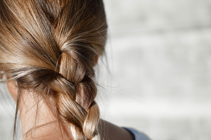いつも同じになりがちのヘアスタイルも、時間があれば色々とアレンジに挑戦できますね。ちょっと失敗しても大丈夫!やり直す時間だってあります♪
