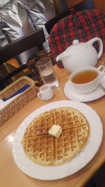 こちらはワッフルも有名。  甘くなく、紅茶の風味を邪魔しない味でよく合います。