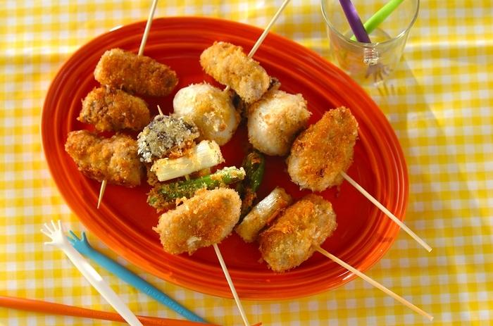 豚こまに野菜を巻いて、揚げずにフライパンで調理した、とってもヘルシーな串カツです。野菜でかさまししているので、ダイエット中でも気にせずいただけますね。野菜嫌いのお子様にもオススメのレシピです。