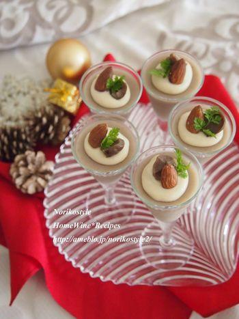 甘栗のムースの上に、生クリームと西京味噌を合わせたクリームをとろりと載せます。上品な甘さで、ちょっと特別な日のデザートにぴったり。