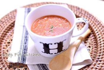トマト缶を使ってつくる「トマトのポタージュ」です。トマト缶もホールからペーストまで種類が豊富なので常備しておくと便利ですね。