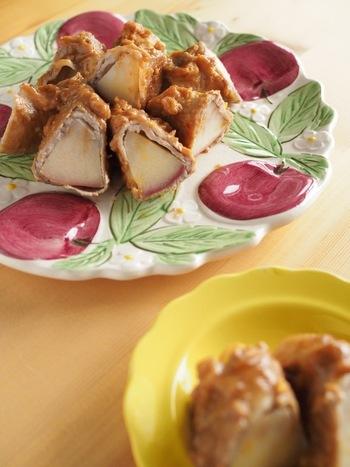 ピーナッツバター×味噌のコクのあるソースが、さっぱりしたりんごを「メインのおかず」へとランクアップさせます。お弁当のおかずにもおすすめ!
