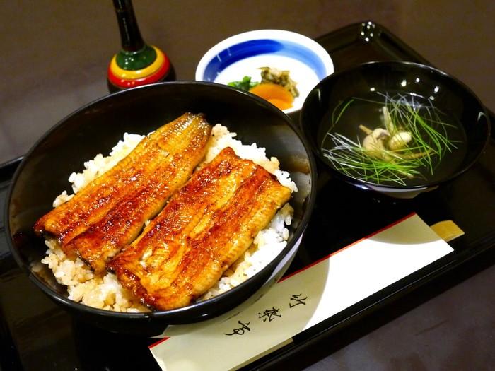 実はこちらの竹葉亭、老舗の鰻料理屋さんなのです。 格式高い雰囲気ですが、この鰻がランチではなんと2千円台!