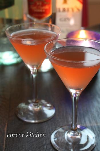 カクテルグラスにピンク色がオシャレで可愛い!お酒が苦手な方でも飲みやすい。