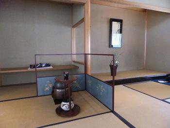 「古香庵」で人気が高いのが、実際に抹茶をたてられる体験! 修学旅行生や外国の観光客も体験でき、ちょっと敷居の高い茶道が身近に感じられますね。