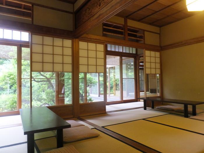どの席に座っても、素敵な日本庭園を眺められるつくりになっています。 美しい景色を眺めながら頂くこの時間は、なんとも贅沢な時間になりそう。