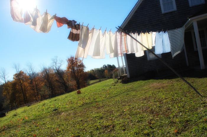 汗が気になるこの季節、クリーニングに出すほどではないけど汚れを落としたい時は、ぜひお家でおしゃれ着洗いを♪手洗いをマスターすれば、お気に入りの洋服をいつでも爽やかに着られます。