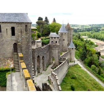 フランス西部シャンパーニュー地方、城塞都市ラングルに広がる豊かな自然。ここは、ミッシェル・アンリのふる里です。