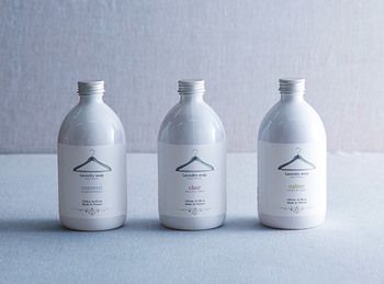 日々の暮らしに溶け込むような、ほのかで柔らかな香りが魅力。フランスの老舗フレグランスブランド・ロタンティック社が手掛ける、植物原料生まれのやさしい洗剤です。