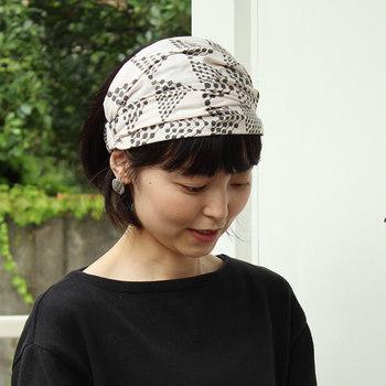 ナチュラルファッションと相性の良い、幅広タイプはこんな感じに仕上がります。布部分が広いので、帽子代わりにも良いですね。