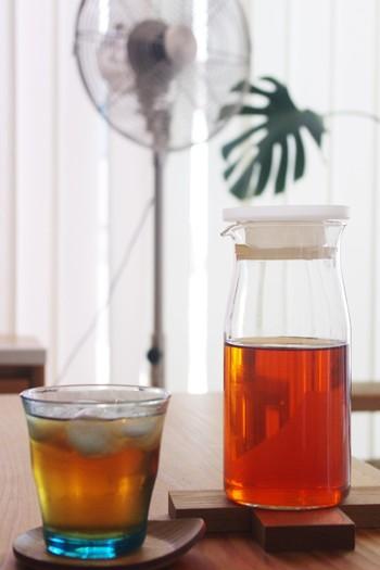 耐熱ガラスピッチャーは、夏の水出しフレーバーティーを作るのに大活躍。食洗機OKなのもうれしいポイントです。