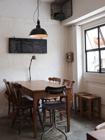 店内のインテリアもヴィンテージで細部までこだわっていて、思わず長居したくなってしまいそうな、そんな居心地のよいカフェのような雰囲気です。