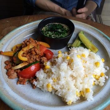「TUTUJI CAFE」としてオープンしたカフェスペースのランチメニューは、お米御膳やスープランチなど。こだわりのドリンクメニューも合わせていただきたいです。