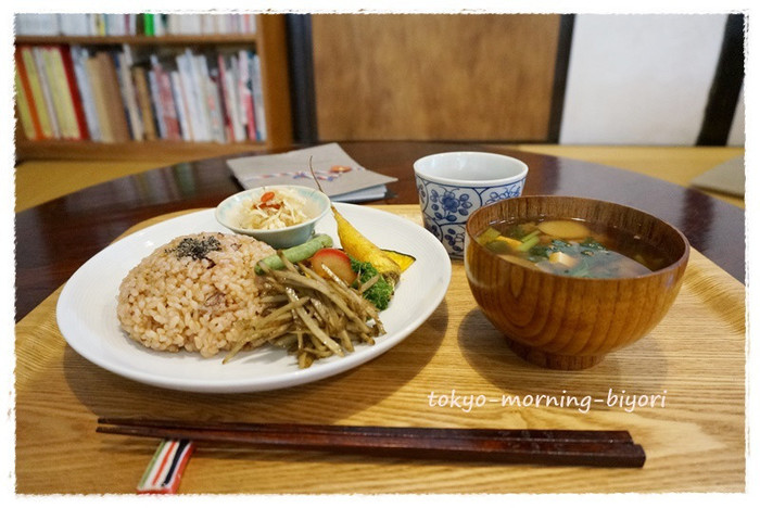 無農薬玄米や有機農家のものを中心とした野菜などでていねいに、つくられたお食事。身体にやさしいことを考えるきっかけにぜひ訪れてみてください。
