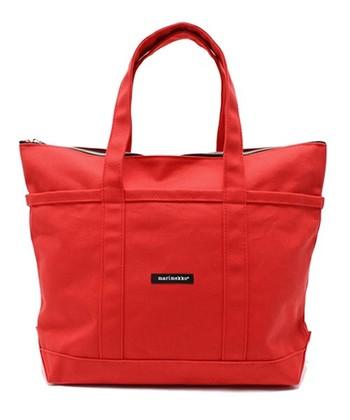 コーデの挿し色にしたい時は、こんな鮮やかな赤のバッグも。 マリメッコらしい、気持ちの良い色合いですね。 赤のバッグは、コーディネートに合わせやすいからおすすめです☆