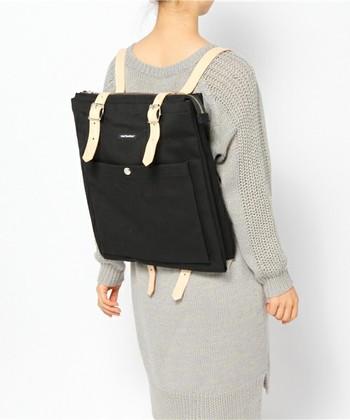 スーツに合わせてもかっこよくきまる、こちらのバッグ。 内側にはA4サイズが入るポケットが2つついていて、外側にもマチ付の大きなポケットがついているから、すぐに取り出したいものを入れられますね♪