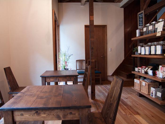 築40数年の民家を改装した店内で、ゆっくりとコーヒーをいただけます。静かな時間が流れる中でじっくりコーヒーを楽しみたい方におすすめの空間です。