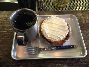 コーヒーは地元のお店から調達しているようです。ケーキやクッキーもあるので、時間に余裕があるときは甘いものと一緒にコーヒーを楽しむのも良いですね。