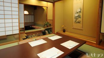 純和風の店内はほとんどがお座敷席。普段の食事はもちろん、宴会や記念日などにぴったりの個室も完備されています。